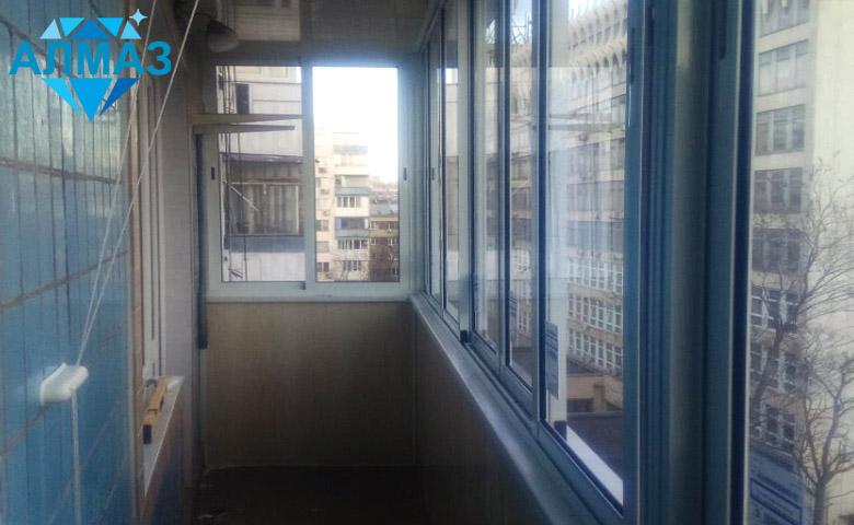 Отделка узкого балкона, алюминиевые окна. Ростов на Дону